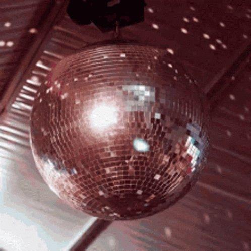 @ClaudioZavalaJr @EricDe_La_Rosa @DebZemanLMS @EdTech_Ashley I will never forget that mini disco ball! 😂