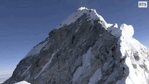 2e volet du #DocsRTS focalisé sur les #sherpas qui emmènent une expédition #suisse au sommet de l'#Everest  👉 https://t.co/E8TjL1pKM1  #alpinisme https://t.co/SGEBc7Ulpt