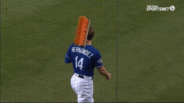 #DodgersWin! 🧹🧹🧹