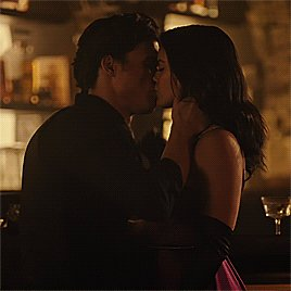 @barchieronnie The way this kiss is better than Bughead and Varchie together