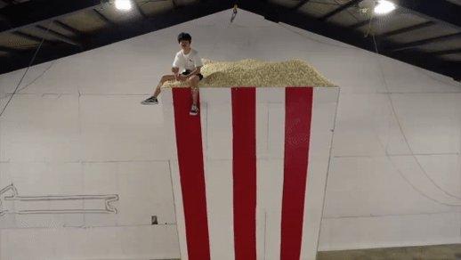 To celebrate his 5 million subscribers, Japanese creator @sushi_riku popped 5 million kernels of popcorn→ https://t.co/3AZx7eh0QB https://t.co/IVSjXL9xLI