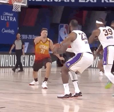lol @ Bron's 😐 stare into the camera as if he's insulted by that defense https://t.co/bSsOC9JM5V