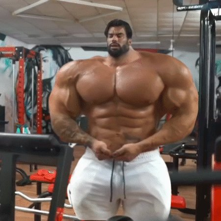 Getting huge. Fucking huge. #SergiConstance #MuscleGrowth