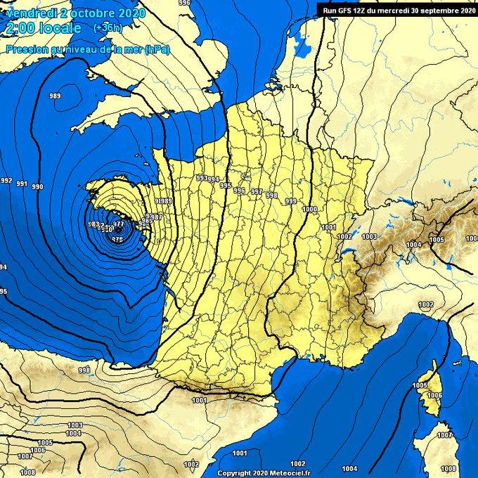 La borrasca #Alex va a ir profundizarse mañana por la tarde en 12h 17mb de 993mb hasta 977mb. Esa profundización la hace que pueda catalogarse como #ciclogenesisexplosiva La noche del V al S la cota de ❄ rondara los 1200m en el Pirineo Occidental Más de 50cm por encima de 2000m.