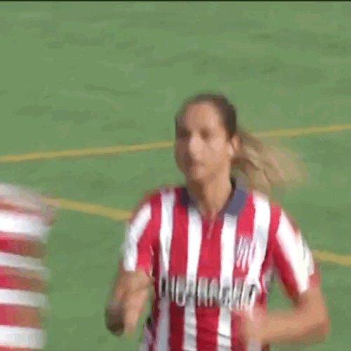 ☺️ A M I G A S  🤩 C O M P A Ñ E R A S  🎬 ¡Así dedicó @deynac18 su primer gol con el @AtletiFemenino a @VirginiiiaTr!  👏🏼👏🏼👏🏼👏🏼👏🏼👏🏼👏🏼👏🏼👏🏼👏🏼👏🏼👏🏼  #PrimeraIberdrola #VuelveElFutFem