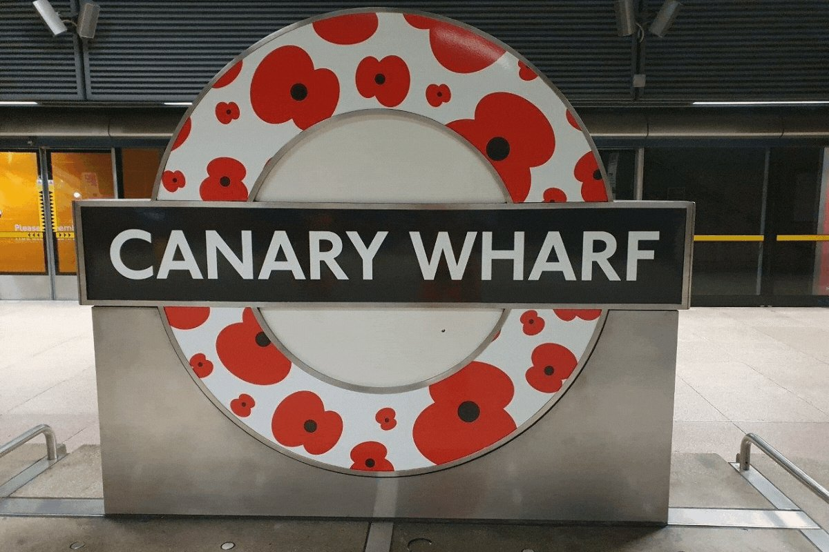 It's #LondonPoppyDay ❤️   If you're travelling today, keep an eye out for our poppy roundels and fundraisers at some of our underground stations 👏