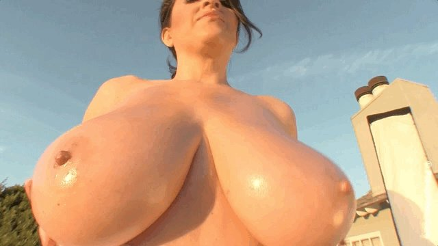 In honor of @AntonellaKahllo's 7th Anniversary, here's an epic GIF to celebrate! #boobs #tits @buquet1000
