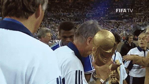 🏆 Joyeux anniversaire, Aimé Jacquet 🎂  #HBD | #WorldCup | @FrenchTeam