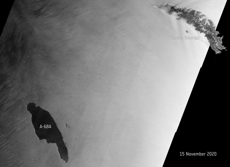 Will iceberg #A68 A hit #SouthGergia Island?  We at @esa_eo are on #berwatch but it's still too soon to tell.  New images from @CopernicusEU #Sentinel1 show the berg is rotating and potentially drifting westwards.  ℹ️