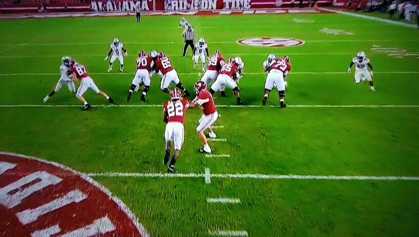 Najee Harris is THE best runningback in the country.  A Najee touchdown makes it 35-6 Alabama.  The Tide is ROLLING 🤩 #RollTide