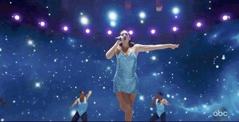 I'm still levitating @DUALIPA ✨ #AMAs