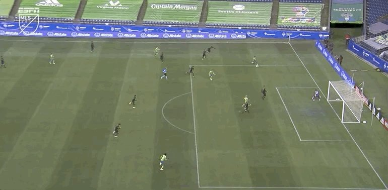 Jordan Morris was basically unmarked inside of the box, but sent this wide.  #SEAvLAFC | 1-0 | #MLS