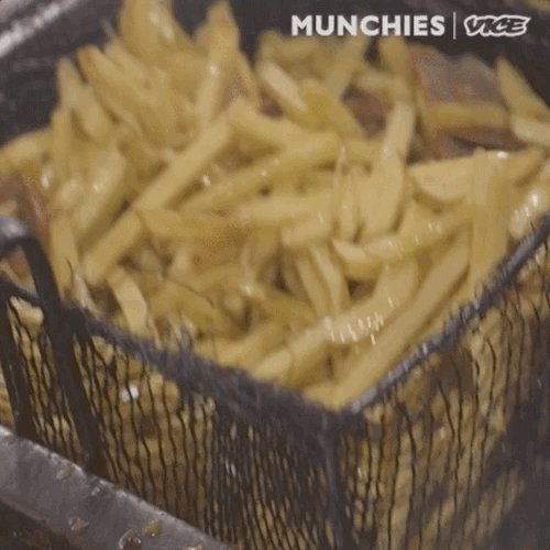 Ademar de Barros Moreira owns the legendary french fry stand Batata de Marcehal in Rio de Janeiro.   He's been selling his famous fries for over 30 years.  Watch here: https://t.co/0ax4E1ijXf https://t.co/k2U1oeiAxw