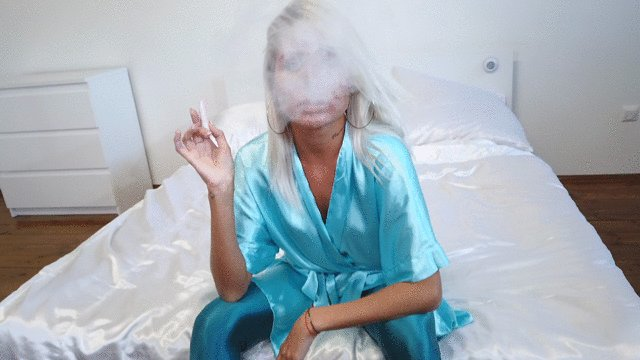 Valeria the green Goddess is smoking in #spandex pantyhose! https://t.co/x9LNbINFPL #Pantyhose #ShinyClothing