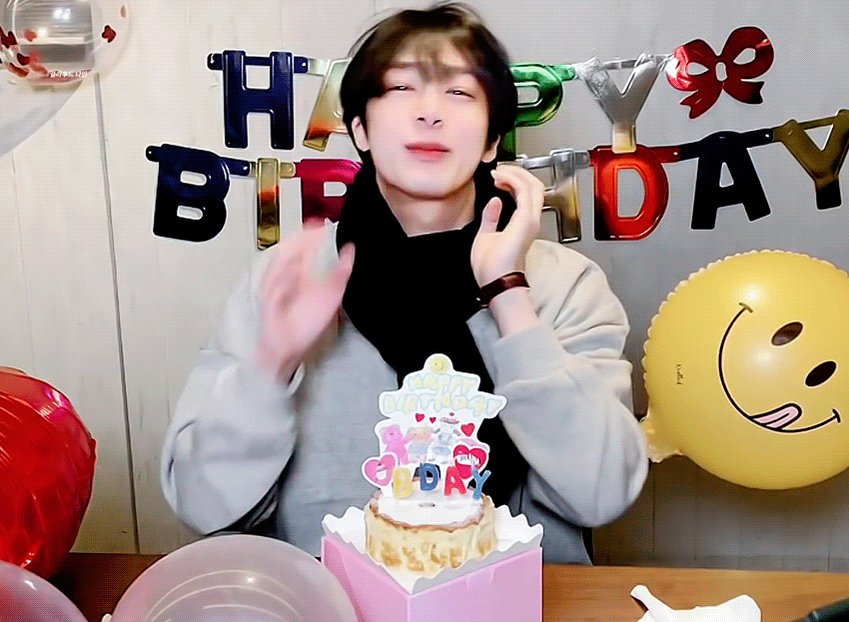 @Radiodotcom @OfficialMonstaX Happy Birthday Hyungwon 💜   #HBDtoHYUNGWON  #형원이란_다정함이_내린_날  #NobodyElseButHyungwon #몬스타엑스 #MONSTAX #형원 #HYUNGWON