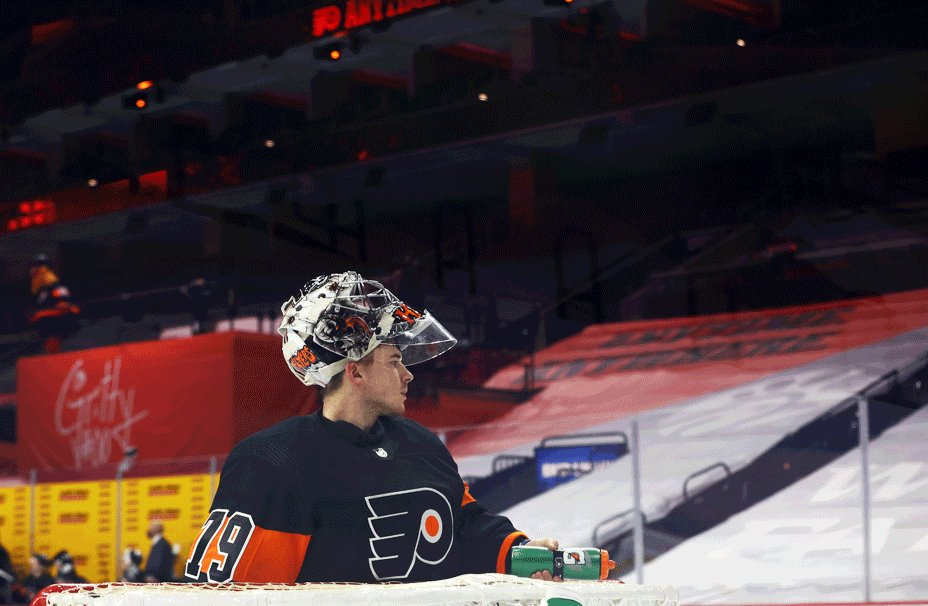 Replying to @heatherbimages: Carter Hart and his focus on water droplets - 19 frames per second @BroadStHockey @NHLFlyers