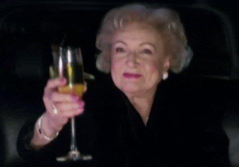 Betty White cumple 99 años . Una auténtica chica de oro .  #HappyBirthdayBettyWhite