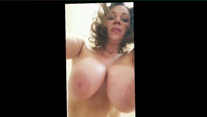 Like to see that Honey ?  @bigsoftpillows @Boobioos  @stu007gots @RUSSELLWIND @Bigtitsbeach @AmateurBigtits