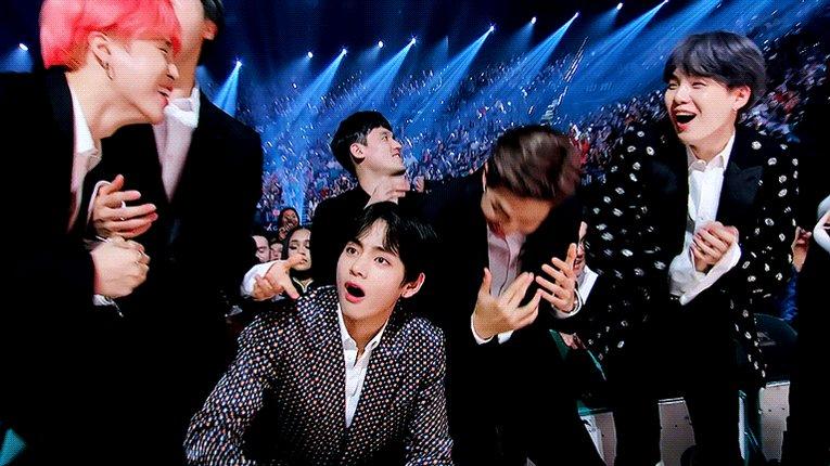 방탄소년단 가온6관왕 축하합니다🥳🎉🎊  #방탄가온6관왕축하해   #7방탄너무소중 #BTS #방탄소년단 @BTS_twt