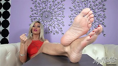 """I just updated the Member's Area of https://t.co/oW18eYjUlq with a Hot Foot Fetish Video. """"Mature Soles"""