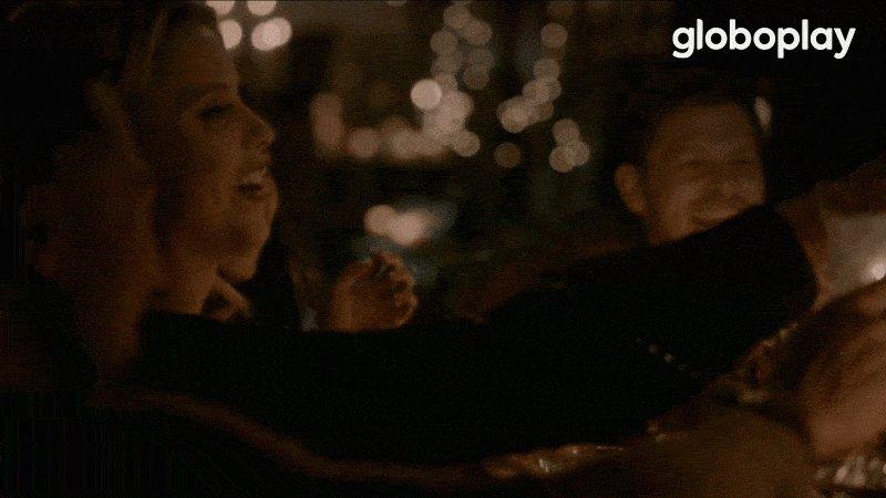 Um brinde a todos vocês que ainda não superaram essa cena de The Originals! 🥂  Segredo: eu também não! 🤫🤧