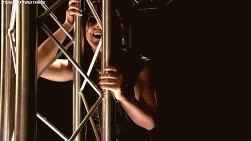 J'accrochais plus au personnage de Nikki Cross a Nxt. Malgré ces faiblesses inring elle avait beaucoup de charisme et ses expressions du visage incroyables elle pouvait te faire rire comme te faire flipper #WWERaw