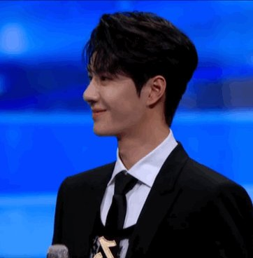 """Yibo won 抖音星动男神 """"Douyin Star King"""", the biggest award of the night! Congrats!🎉🎉🎉 #WangYiboxDouyinStarNight  #왕이보 #wangyibo #王一博"""