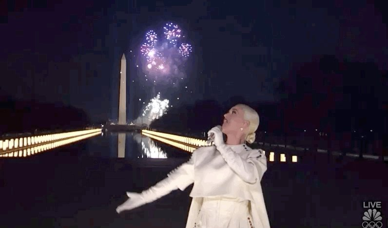 """""""Firework"""" by Katy Perry skyrockets back into the Top 15 on USA iTunes. #CelebratingAmerica"""