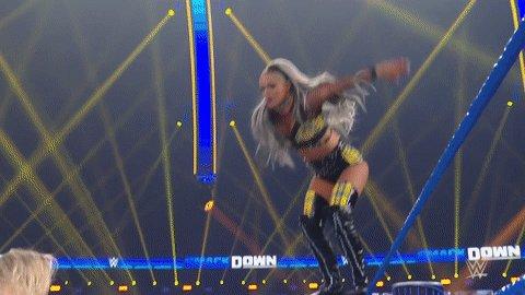 TOP ROPE 😤  #SmackDown | #WWEonUNB