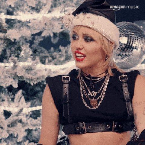 Ehy tu perché non vai ad ascoltare il nuovo album di #MileyCyrus #PlasticHearts 💔 #CePostaPerTe