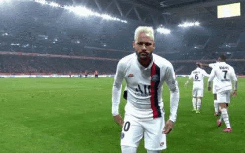 100 matchs, 81 buts ❤⭐⚽ #PSG #DreamBigger #NeymarJR 👑