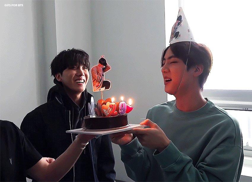 their smiles. 🥺  📁:   #JIN #진 #JIMIN #지민 #JHOPE #제이홉 #BTS #방탄소년단 @BTS_twt