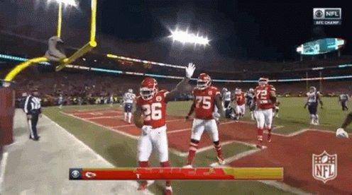 #Touchdown de  #ChiefsKingdom   Parecía que tocaba antes...  #BillsMafia #PlayoffsEnTUDN  #NFLPlayoffs