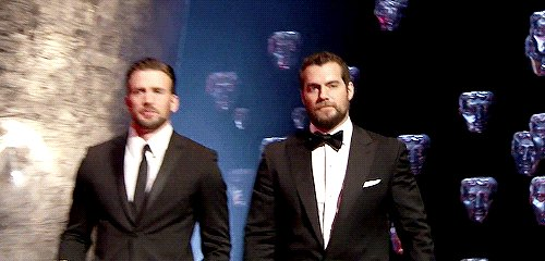 Replying to @sergioees: My faves. 💙❤️ #ChrisEvans #HenryCavill