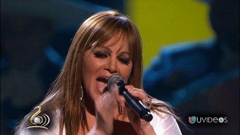 Uno de lo momentos más especiales de Jenni en #PremioLoNuestro sucedió en 2010 mientras interpretaba 'Ya lo sé' con lágrimas en los ojos.