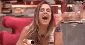 #hajacoração É nessa cena q a Jessica tenta humilhar a Shirlei pros amigos do Felipe e é tombada por eles?