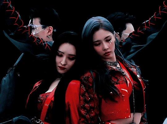 That intro hit's so different Omg it feels like your on a trip through a postapocalyptic city with a spaceship to search for living. #Dreamcatcher #SIYEON #드림캐쳐 #오드아이 #Odd_Eye