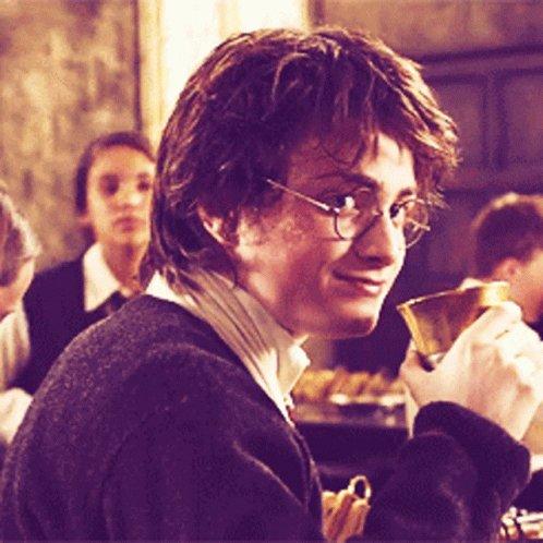 Vamos otra vez, se prepara una serie Live Action del mundo mágico de #HarryPotter, peroooo apenas están en muy temprana etapa. La gente de Warner está por iniciar pláticas al respecto.