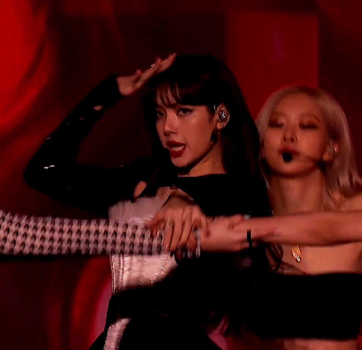 Lisa just keep on staying as always   LALISA MANOBAN  PRETTY SAVAGE LISA  #BLACKPINKxCorden @BLACKPINK