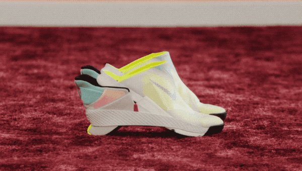 【不可能を可能にした品】ナイキは、手を使わずに固定できる初の「非接触」シューズをリリースしました。小売価格は120ドル(約1万3,000円)。障害のある人は靴を結ぶために縛ったり、かがんだりすることなく靴を履くことができます。2021年後半に一般販売を予定。