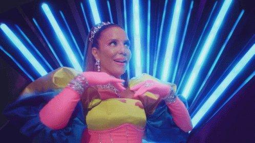 Música do carnaval é de mainhaa, segundo ano consecutivo !! Parabéns rainha @ivetesangalo 👑🎊🎉  #LáVemEla #Tásolteiramasnaotásozinha