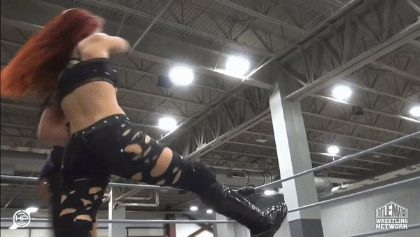 .@DeonnaPurrazzo can hit the Fujiwara armbar from anywhere #TheShow