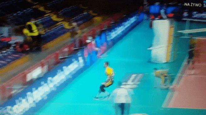"""Ale co też ta Perugia z Modeną w """"złotym secie"""" zrobiła, to aż bolało patrzeć. 15 do 5 i Leon et consortes meldują się w półfinale Ligi Mistrzów. #CLVolleyM #volleyball https://t.co/wj8rfQWGXy"""