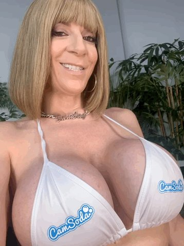 💻 TONIGHT on @CamSodaLive 10-11:30pm EST come get a closer look at the girls 😘 https://t.co/RVVUIAyB