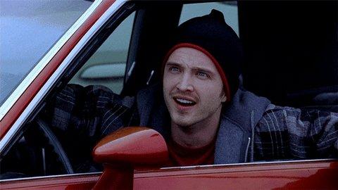 Gif da série Breaking Bad. Um homem vestindo um gorro e cas
