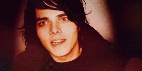 I forgot to wish my Aries king a happy birthday. Happy birthday Gerard Way