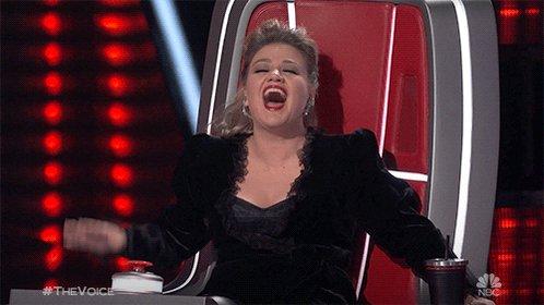 I love her!!! Happy Birthday Kelly Clarkson!!!!