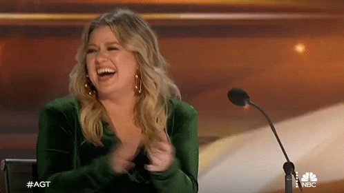 HAPPY BIRTHDAY to the amazing talent that is Kelly Clarkson !
