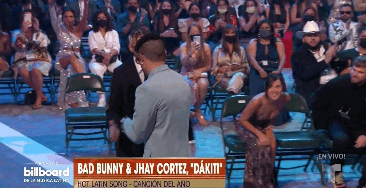 """""""Dákiti"""" - Bad Bunny y Jhay Cortez toma la victoria! #Billboards2021 https://t.co/jjEB3N77Rx"""