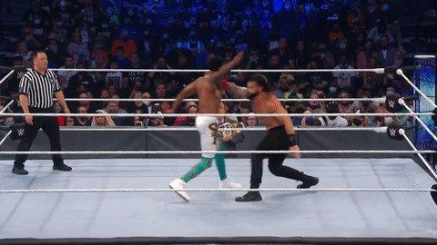 PLANTED!  #SmackDown @WWERomanReigns @MontezFordWWE @HeymanHustle https://t.co/n3vDgZ7FY7